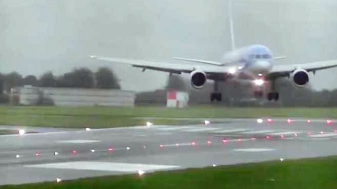 Pilot completely nails sideways landing in 40-knot crosswinds at Bristol Airport in Britain all passengers are safe