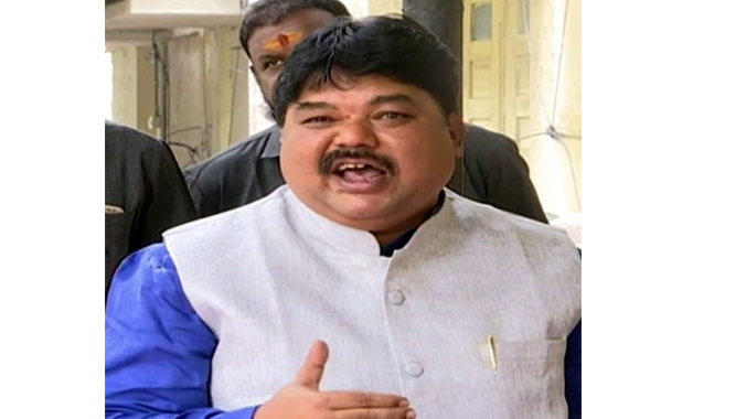 TRS expelled leader Ramulu Naik dares for lie detector test over congress alliance and he will be hanged if he lost the election in Narayankhed