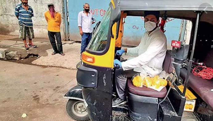 Auto driver akshay spending his savings for migrate labour