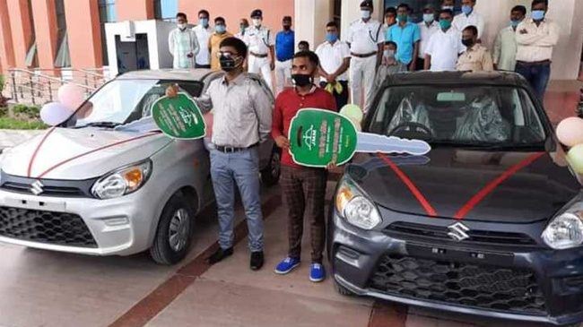 Jharkhand education minister gifts cars to class 10th, 12th state toppers