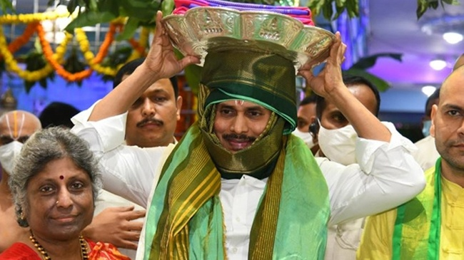 CM Jagan in the presence of tirumala without giving a declaration